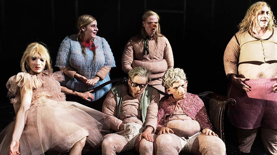 Das Schloss nach Franz Kafka Premiere Thalia Theater am 4. Juni 2016 Regie Antú Romero Nunes