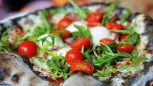 pizza-mit-kohleteig