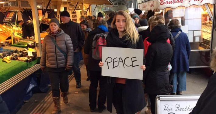 Vivi @ Isemarkt. PEACE