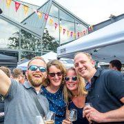 Bierszene Biertrinker beim Craft Beer Festival 2017