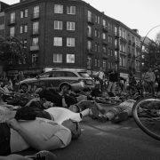 Mahnwache für die verstorbene Radfahrerin an der Ecke Osterstraße/Eppendorfer Weg