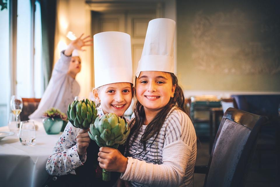 Zum ersten Mal Artischocken: Die Gourmetkinder im Jacobs Restaurant Hamburg (Foto: Philipp Jung)
