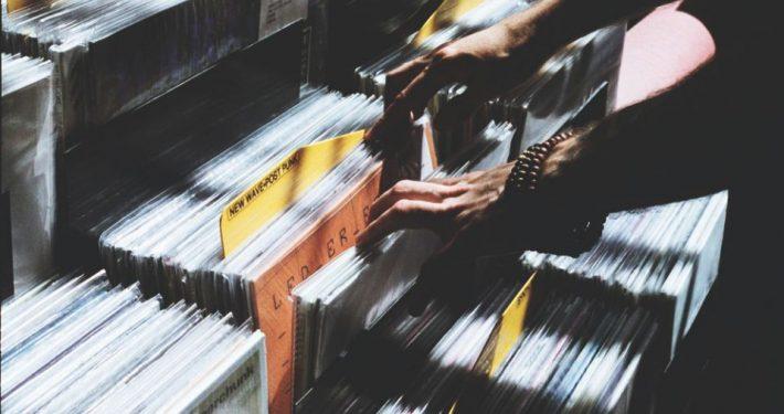 Musikflohmarkt-Knust-c-Florencia-Viadana-Unsplash