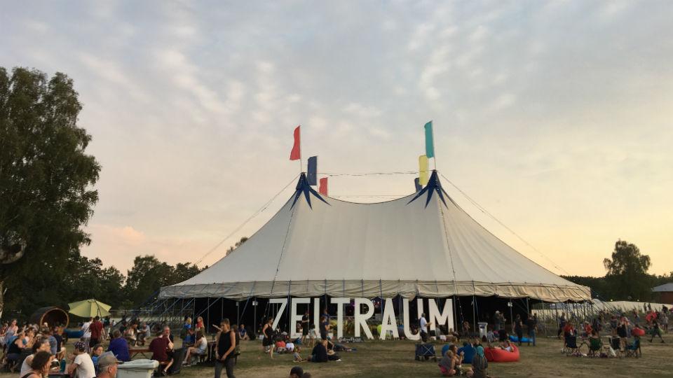 Summers-Tale-Zelt-c-Erik-Brandt-Höge