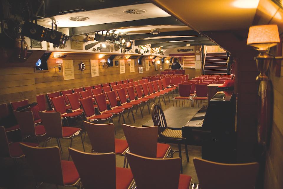 Zuschauerraum-Theaterschiff-Hamburg-(c)-Kerstin-Sander