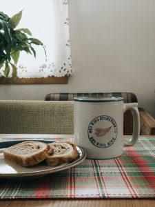 kaffee-kuchen-c-tyler-lastovich-unsplash