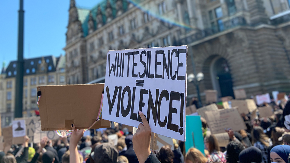 silent-demonstration-rassismus-hamburg