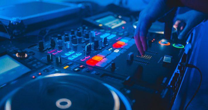 dj-party-c-erik-mclean-unsplash