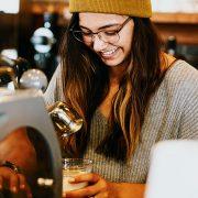barista-cafe-nebenjob-c-brooke-cagle-unsplash