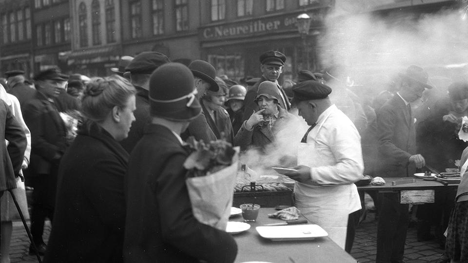kunst-hamburg-max-halberstadt-wurststand-auf-dem-altonaer-fischmarkt-sammlung-rosenthal