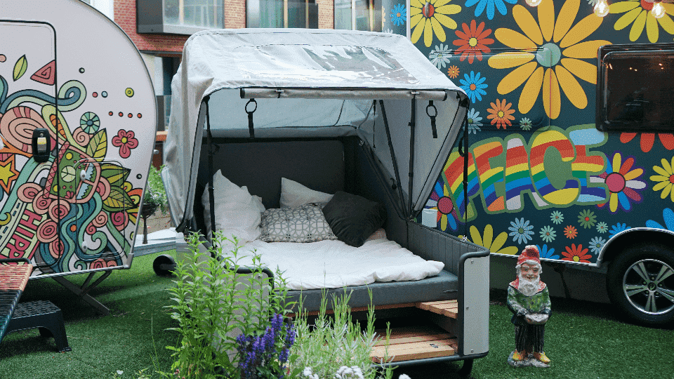 """Zu Gast in der """"Camping City"""" des Pierdrei: der Schlafstrandkorb liv.be; Foto: liv.be"""