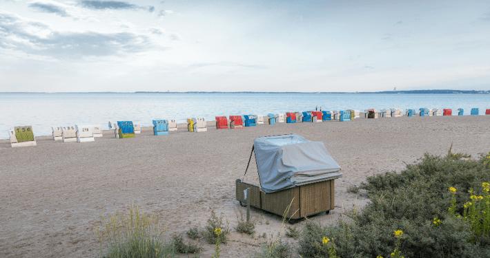 Der König der Strandkörbe: Der Schlafstrandkorb liv.be ist bereit für jedes Wetter und jeden Ort; Foto: liv.be