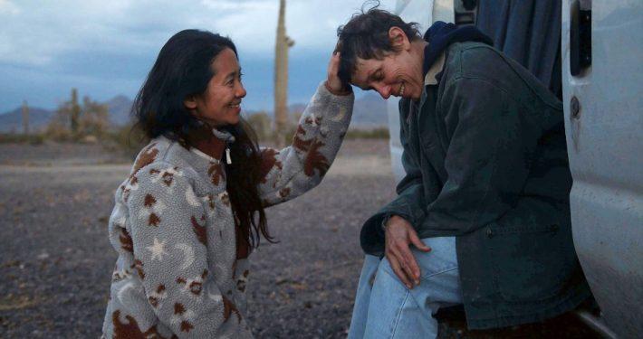 Regisseurin Chloé Zhao und Hauptdarstellerin Frances McDormand sind für den Film tief in das Leben der Nomaden eingetaucht; ©The World Disney Company