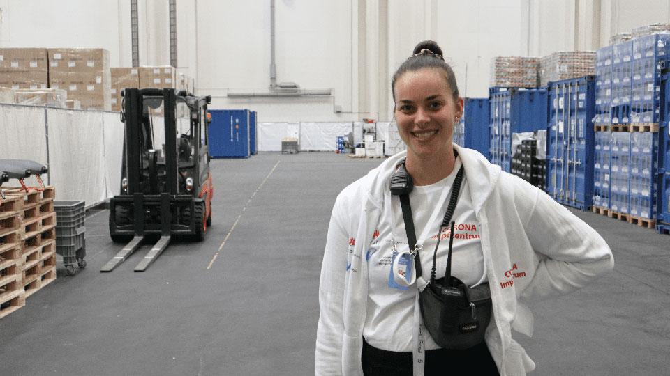 Romina Tiedtke hilft im Hamburger Impfzentrum © Ole Masch