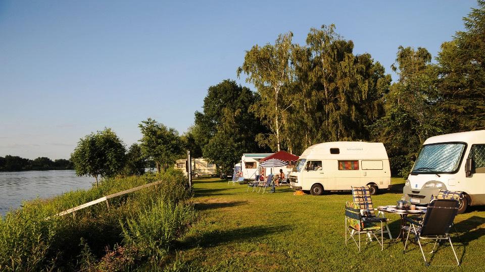 Camping Land an der Elbe in Stove bei Hamburg