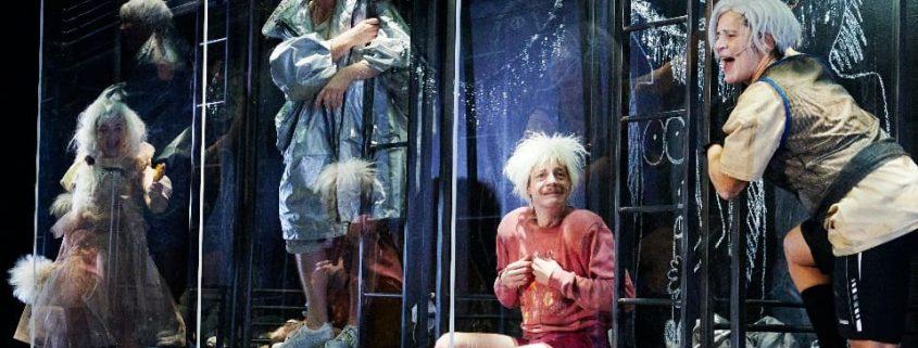 """Junk-Opera in Perfektion: """"Shockheaded Peter"""" am Thalia Theater; Foto: Fabian Hammerl"""