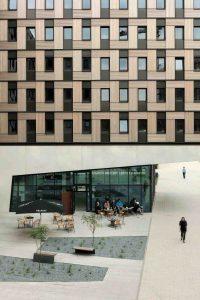 """Aus Holzmodulen wie ein Legohaus gebaut: Dafür wurde das """"Woodie"""" mit dem Immobilien-Oscar ausgezeichnet; Foto: Jan Bitter"""
