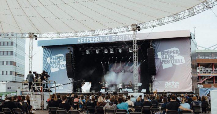 Große Shows gab es 2020 auf dem Heiligengeistfeld – auch in diesem Jahr ein zentraler Anlaufpunkt für Reeperbahn Festival-Besucher; Foto: Tom Heinke