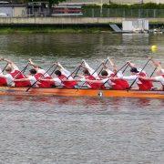Ackern und scherzen: Drachenbootfahren ;Foto: 1. Hamburger Drachenboot Club e.V.