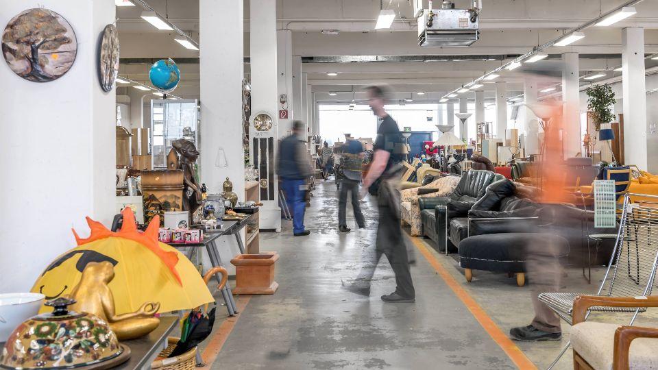 Von wegen Sperrmüll: Diese ausgedienten Möbel finden bei Stilbruch immer ein neues Zuhause; Foto: Stilbruch