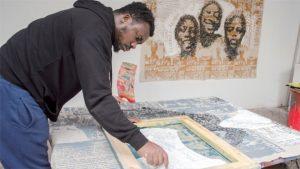 Yéanzi bei der Arbeit; Foto: Melbye-Konan Gallery
