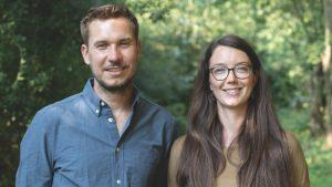 Jan Frank Dühlmeyer und Marrett Rebecca Dubbels sind das Team von Grünwärts Bauen; Foto: Grünwärts