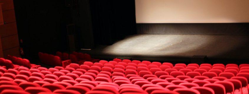 Es geht wieder los, das Filmfest Hamburg startet am 30. September 2021 (Foto: unsplash/Marc Fanelli-Isla)