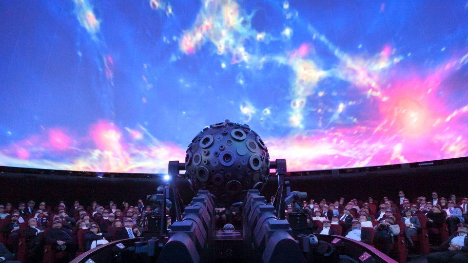 Einen Blick in die Sterne gibt's im Planetarium Hamburg (Foto: Jan-Rasmus Lippels)